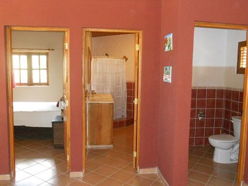 1 chambre salle de bain toilette