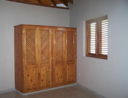 Chambre avec placard 1